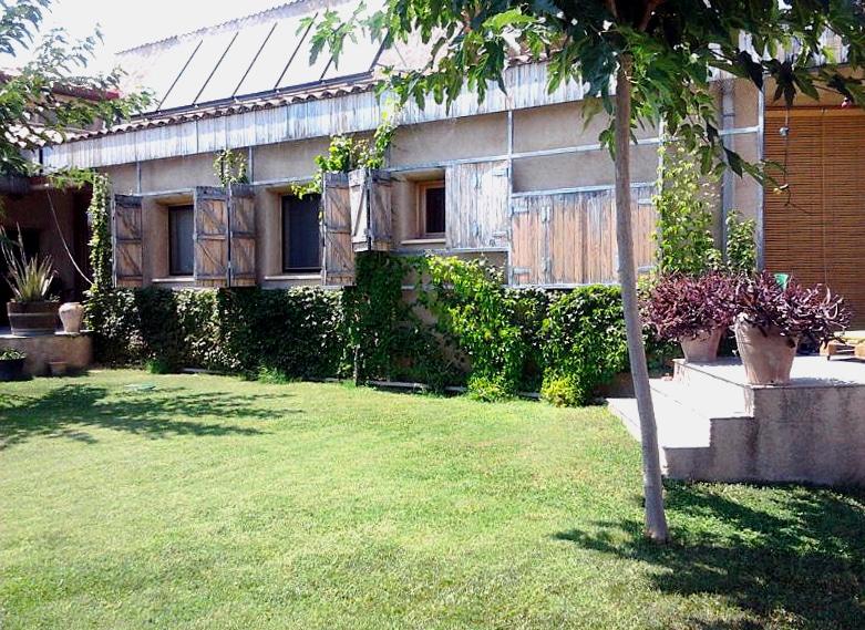 casanostra-antiga fusteria-façana vegetal